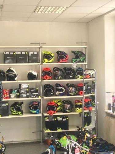 Helme für Vespas, Motorräder...